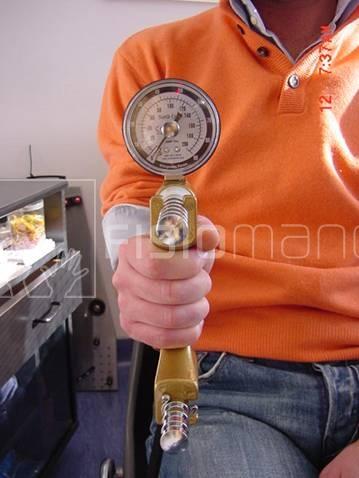 Valutazione della forza della mano con dinamometro di Jamar